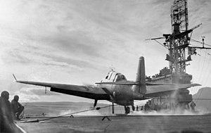 Avenger 846 NAS landing on HMS Trumpeter (D09) c1944.jpg