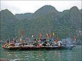 Bâteaux de pêcheurs dans la baie dHalong (4375410786).jpg