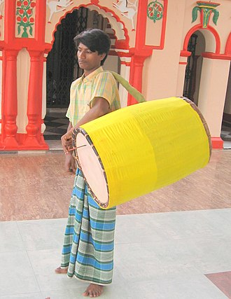 Dhak (instrument) - Bengal drummer and a dhaki