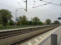 Bahnhof Langenbach(Oberbay) - Bahnsteig gegenüber.jpg