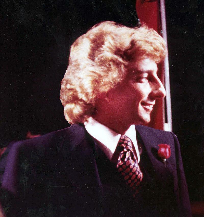 Barry Manilow 1979.jpg