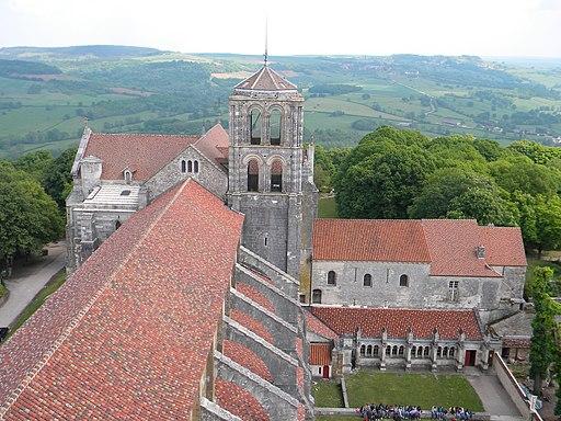 Basilique Ste Madeleine vue de la tour St Michel