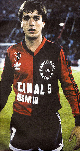 Gabriel Batistuta - Batistuta at Newell's Old Boys, 1988, where he was coached by Marcelo Bielsa