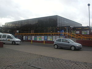 Bedford railway station - The main entrance on 13 January 2007 from the car park.