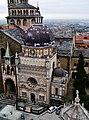 Bergamo Campanone Blick auf die Cappella Colleoni 1.jpg