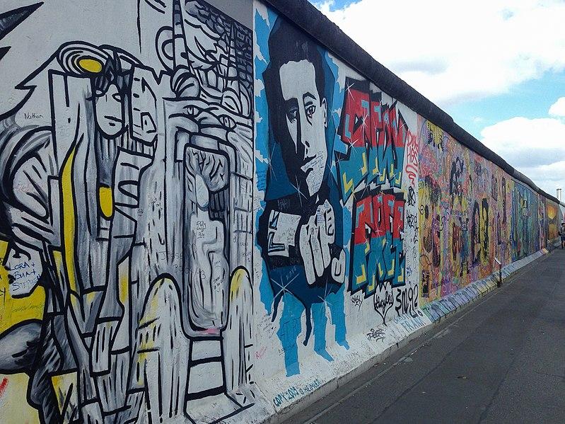 File:Berlin, East Side Gallery 2014-07 (Christoph Frank - Stay Free).jpg