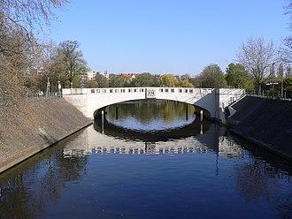 Neukölln Ship Canal - The Lohmuehlenbruecke across the Neukölln Ship Canal