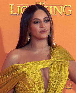 Beyoncé at The Lion King European Premiere 2019.png