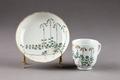 Blommigt porslin dekorerat med linnearankor, gjort i Kina 1735-1795. Enligt uppgift - Hallwylska museet - 96070.tif
