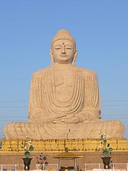 Bodh Gaya - Buddha Statue - Front View (9224970905).jpg