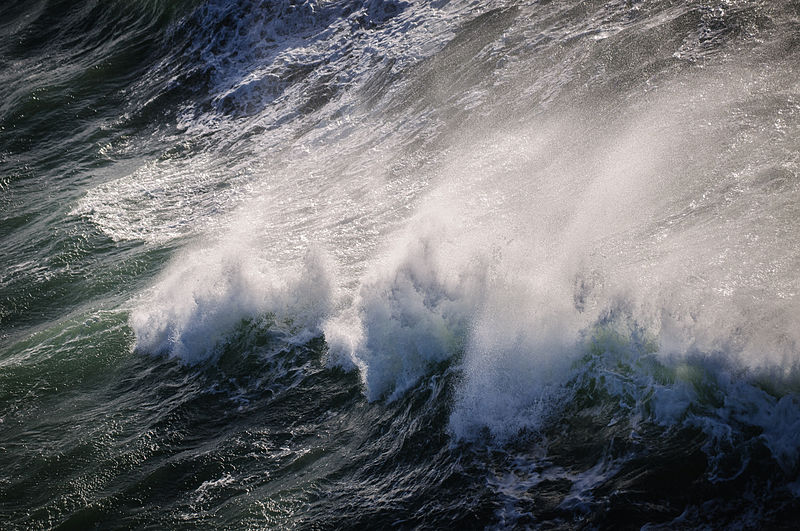 File:Breaking waves (13286850323).jpg