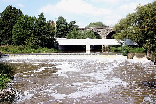 Bridges and weir, River Leam, Edmondscote - geograph.org.uk - 1722009