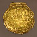 Bulla in oro con semele che abbraccia il figlio di dioniso vicino a un satirello, forse un falso ispirato a oggetti del IV secolo ac.jpg