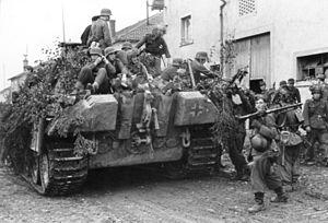 Operation Epsom - Image: Bundesarchiv Bild 101I 301 1955 15, Nordfrankreich, Panzer V (Panther) mit Infanterie