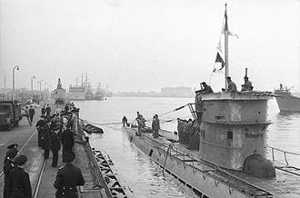 German submarine U-37 (1938) - Image: Bundesarchiv Bild 101II MW 5613 03A, Wilhelmshaven, U Boot läuft ein