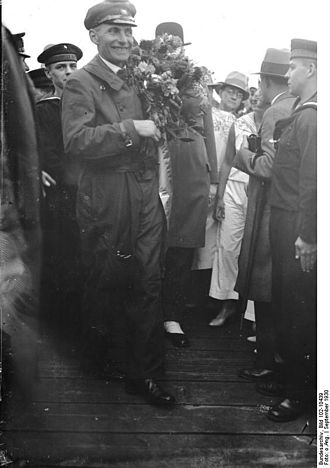 Wolfgang von Gronau - Wolfgang von Gronau being welcomed back home at Templiner See after his 1930 transatlantic flight