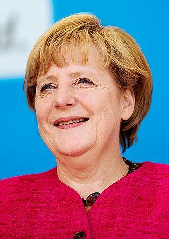 2013 German federal election - Image: Bundeskanzlerin Angela Merkel bei einer Wahlkampfveranstaltu ng 2013 (Recortada)