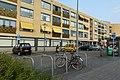 Bushalte Heksenwiellaan voor Woonzorgcomplex Heksenwiel P1100922.jpg
