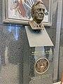Bust of Warren E. Burger.jpg