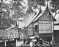 COLLECTIE TROPENMUSEUM Een Minangkabau huis op de Koloniale Tentoonstelling in Semarang TMnr 60026656.jpg