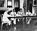 COLLECTIE TROPENMUSEUM R.A.A. Wiranatakoesoema gedelegeerde van de Volksraad en regent van Bandung in het Comité van Actie van het in 1929 in Surakarta gehouden Congres van Praijaji-Bond TMnr 10001427.jpg