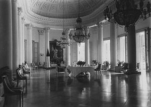 Bogor Palace - Interior of the palace in 1921, depicting the main hall of the palace.