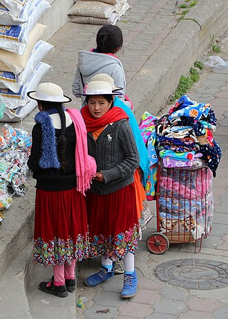 Cañari - Young women wearing the typical hat