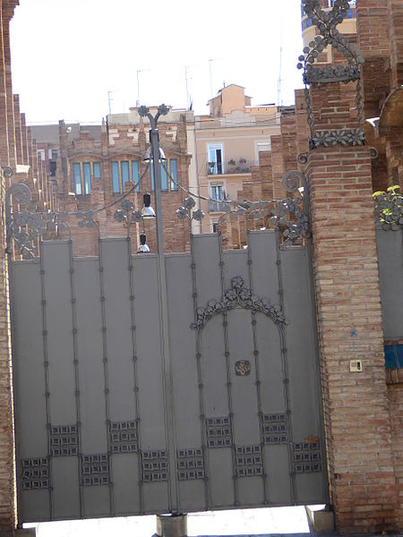 File:Casaramona gate, Barcelona, July 2014 (01).JPG