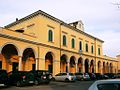 Castel San Giovanni - stazione ferroviaria - lato strada.jpg
