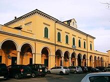 La stazione ferroviaria del paese.