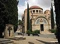Cementiri de Terrassa, al fons la capella.jpg