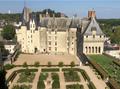 Château de Langeais avec ses jardins.png