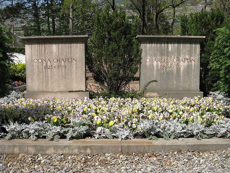 File:Charles Chaplin and Oona Chaplin Grave in Corsier-sur-Vevey.JPG