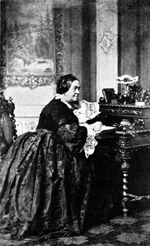 Charlotte Birch-Pfeiffer am Schreibtisch ihrer Berliner Wohnung, um 1850 (Quelle: Wikimedia)