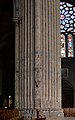 Chartres - Cathedral pillar 01.jpg