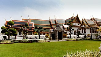 Grand Palace - The Phra Maha Montein Group as seen from the west. From left to right: Amarin Winitchai Throne Hall, Phaisan Thaksin Hall, Chakkraphat Phiman Residence.