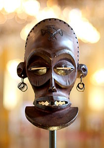 Chihongo mask - Chokwe - DRC - Royal Palace, Brussels.JPG