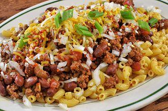 Chili mac - Chili mac prepared with macaroni noodles, chili, cheese, onion and green onion