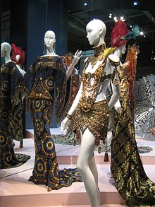 Christian Dior (Moscow exhibition, 2011) 10.jpg