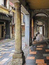 Columns in Avilés, 2.jpg