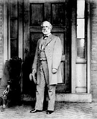 Confederate General Robert E. Lee poses in a late April 1865.jpg