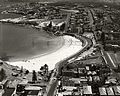 Coogee Beach looking South (12218984406).jpg