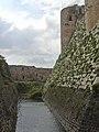 Crac des Chevaliers, Auf der Äusseren Burgmauer (37989154894).jpg