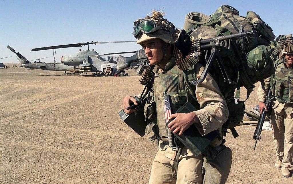 File Dm Sd 06 03033 Usmc Infantryman At Fob Rhino Jpg