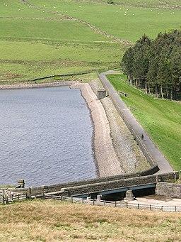 Dam end of Calf Hey Reservoir - geograph.org.uk - 435254