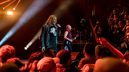 Def Leppard playing at the Teenage Cancer Trust benefit concert at the Royal Albert Hall, London, March 2018 DefLepRAH250318-47 (27174151458).jpg