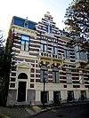 foto van Aan drie zijden vrijstaand herenhuis in neo-renaissance stijl