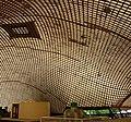 Die Multihalle ist eine Halle mit einem mehrfach gekrümmten Gitter aus Holzleisten. - panoramio.jpg