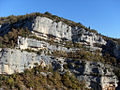 Différentes strates des falaises des Gorges de la Nesque.jpg