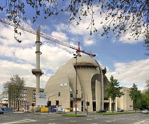 Cologne Central Mosque - Image: Ditib Zentralmoschee Köln April 2011 (3561 63)
